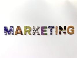 Маркетолог-аналитик – специалист, который занимается сбором и анализом информации об услугах и товар баннер